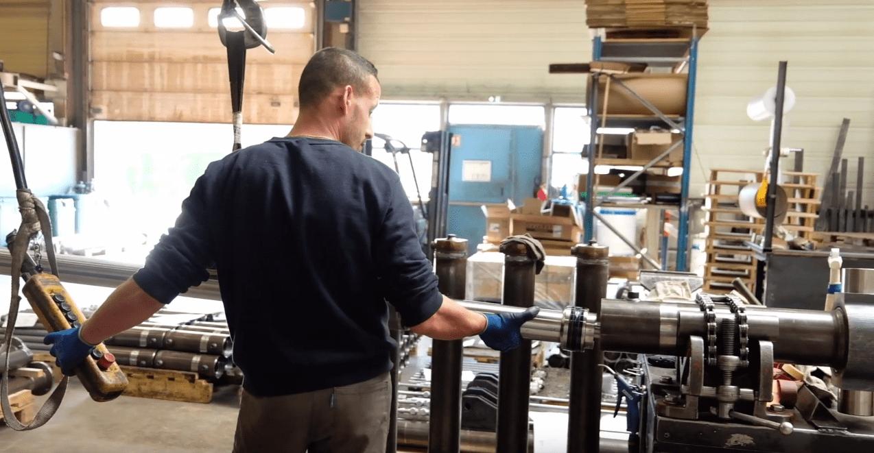 Montage d'un vérin hydraulique